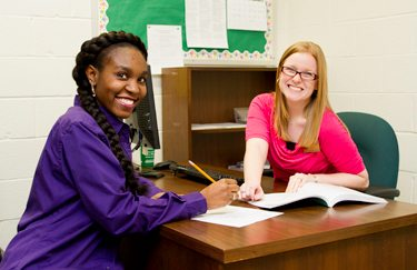 Student Shonoda McMillian and advisor Megan Tyree sit and talk about classes for next semester.