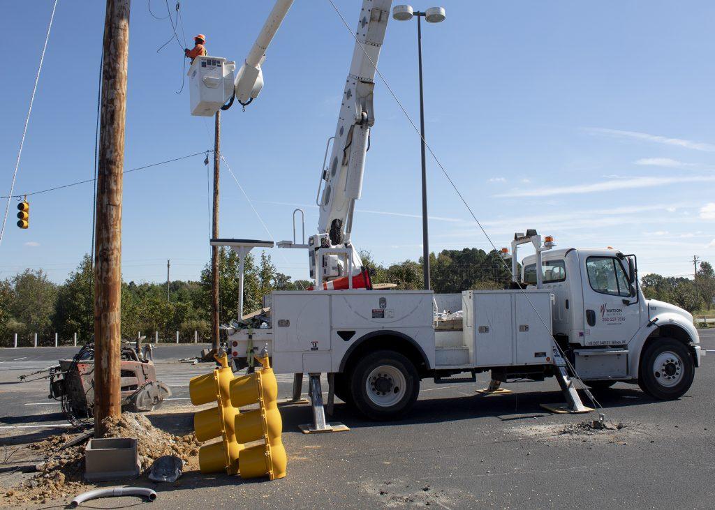 line truck installing traffic light training facility